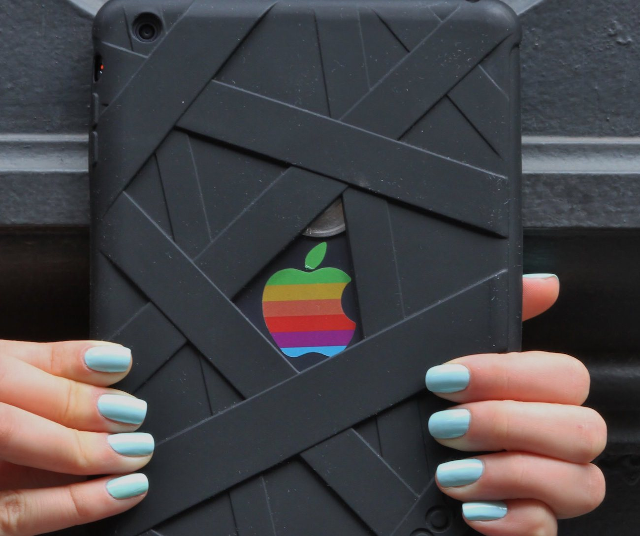 Mummy Case – Enveloping Silicone Case for iPad Mini