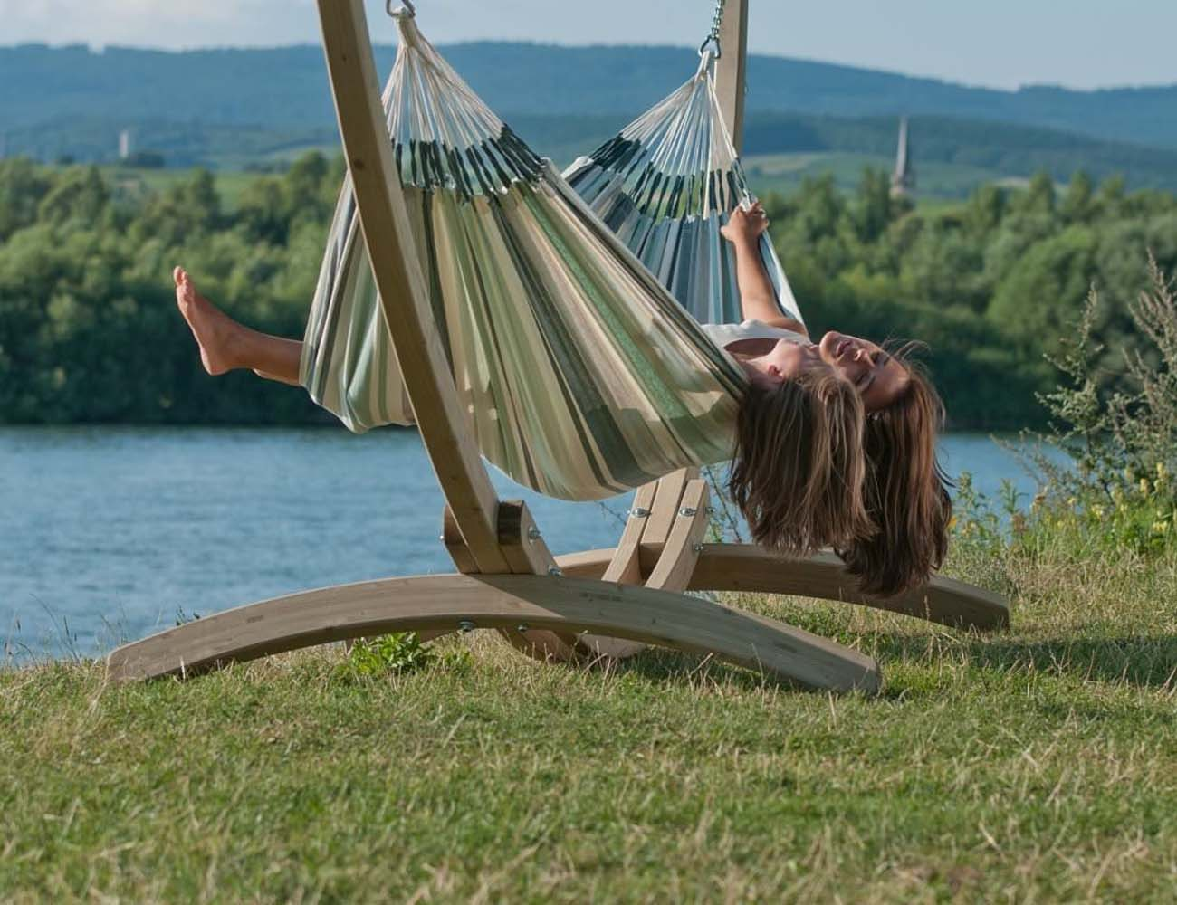 paloma double hammock by la siesta gadget flow. Black Bedroom Furniture Sets. Home Design Ideas