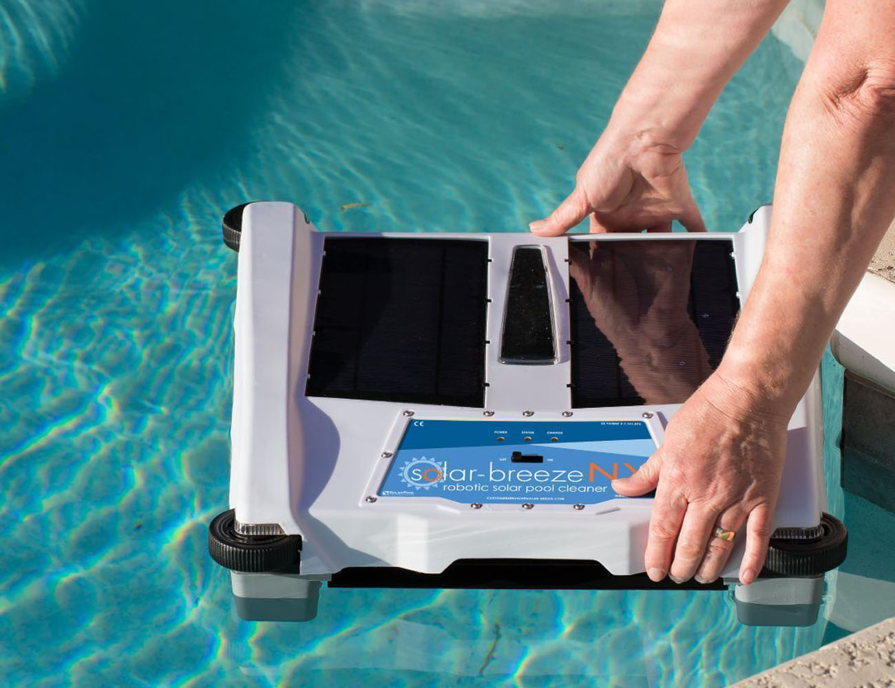 Robotic+Solar+Pool+Skimmer