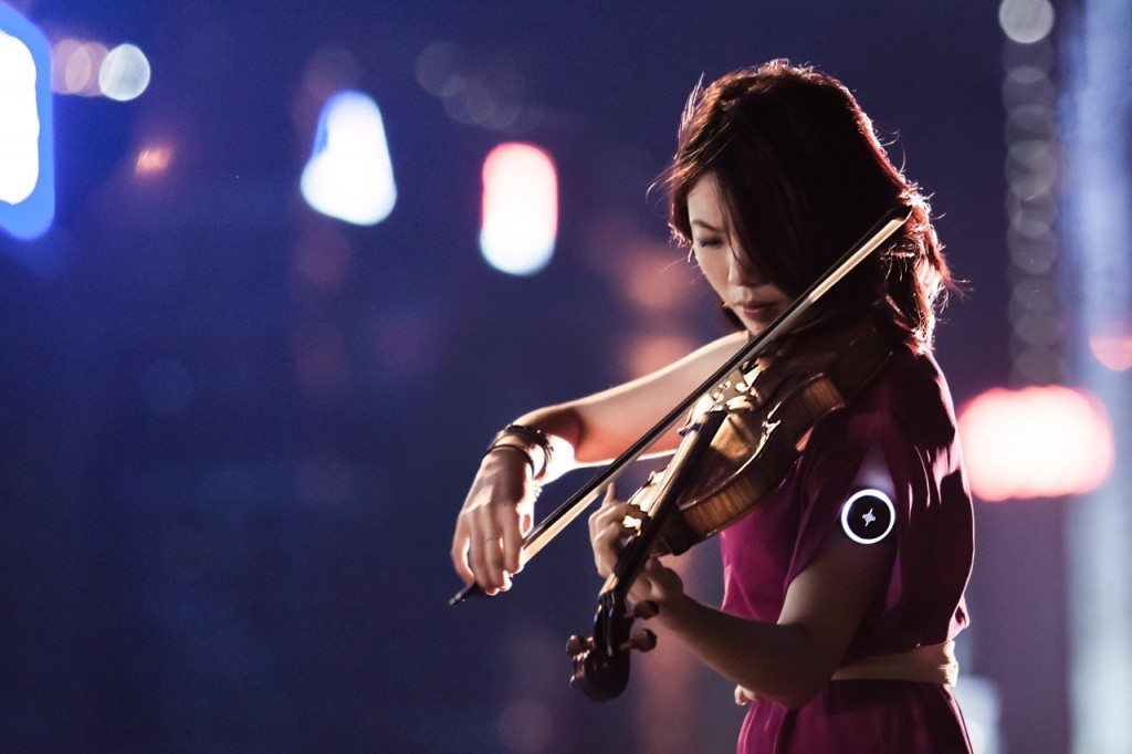 Soundbrenner with violin