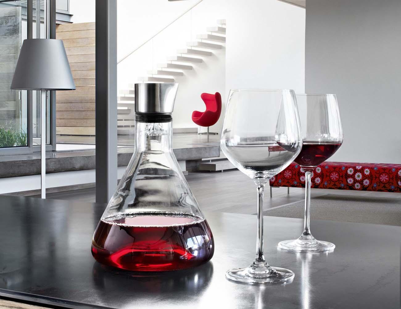 delta decanting carafe for wine lovers gadget flow. Black Bedroom Furniture Sets. Home Design Ideas