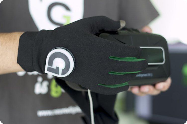 Gloveone+%26%238211%3B+Feel+Virtual+Reality