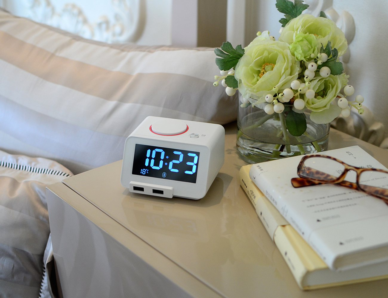 HomTime C1Pro: All-In-One Alarm, Speaker, Charger And More
