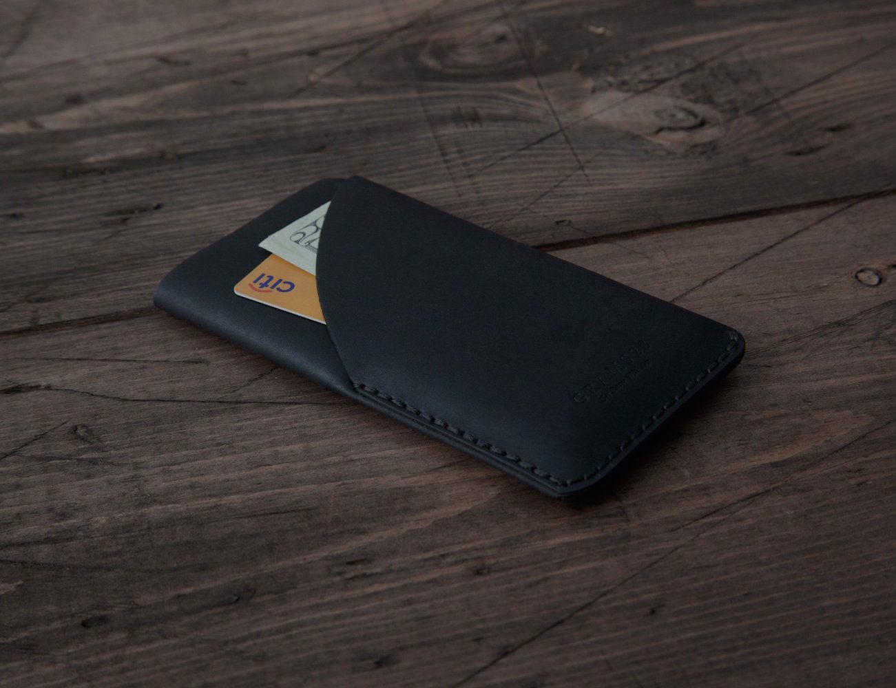 One card slot to hold up to 3 cards and a working iPhone 6 cover makes this Matte Black iPhone 6 Card Sleeve a compact accessory you can carry in your pockets every day.