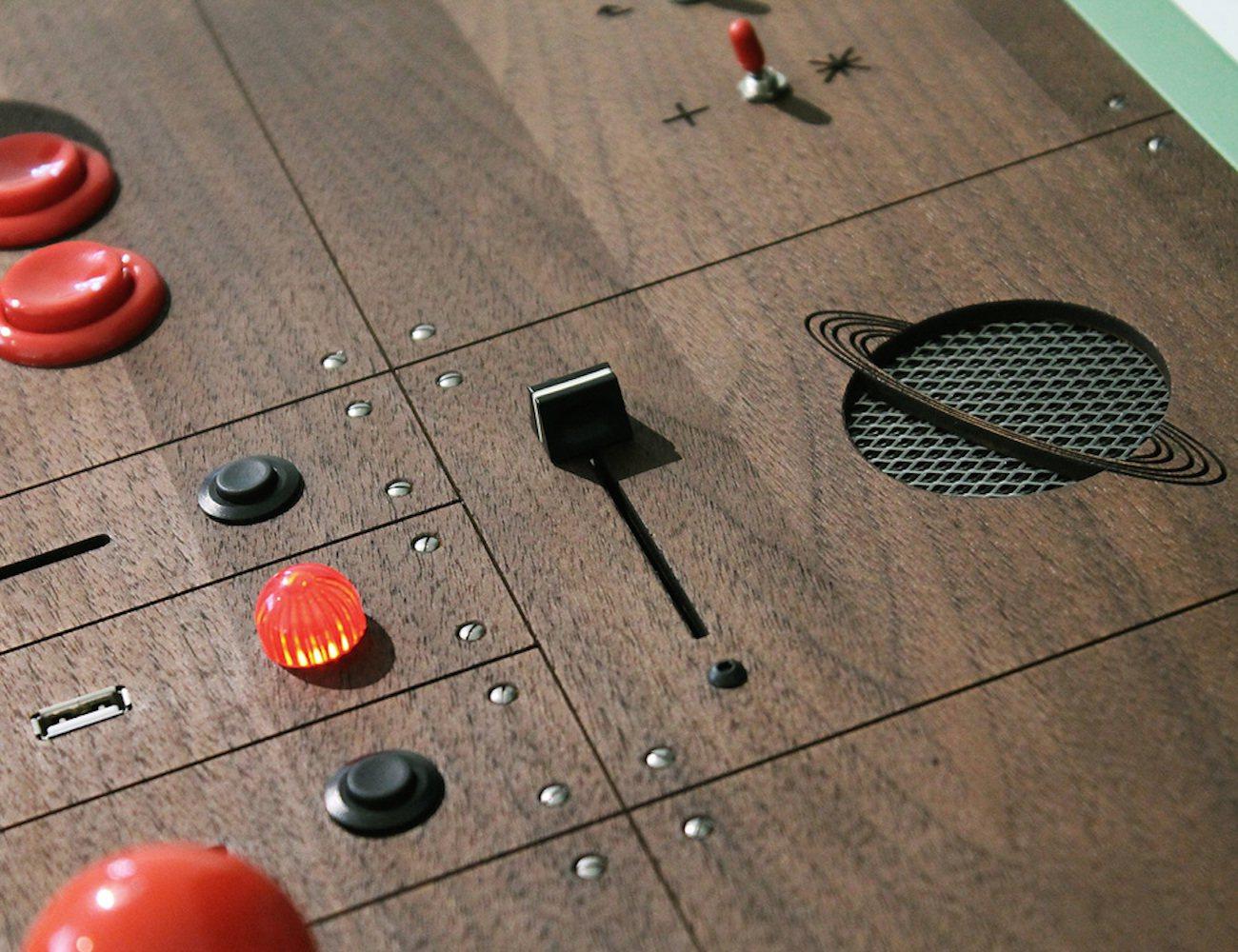 Pixelkabinett 42 – Handmade Full-Size Coin-Up Arcade Cabinet