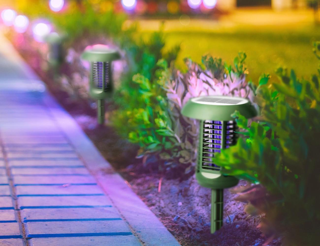 solar-powered-uv-bug-zapper-led-garden-lamp-01