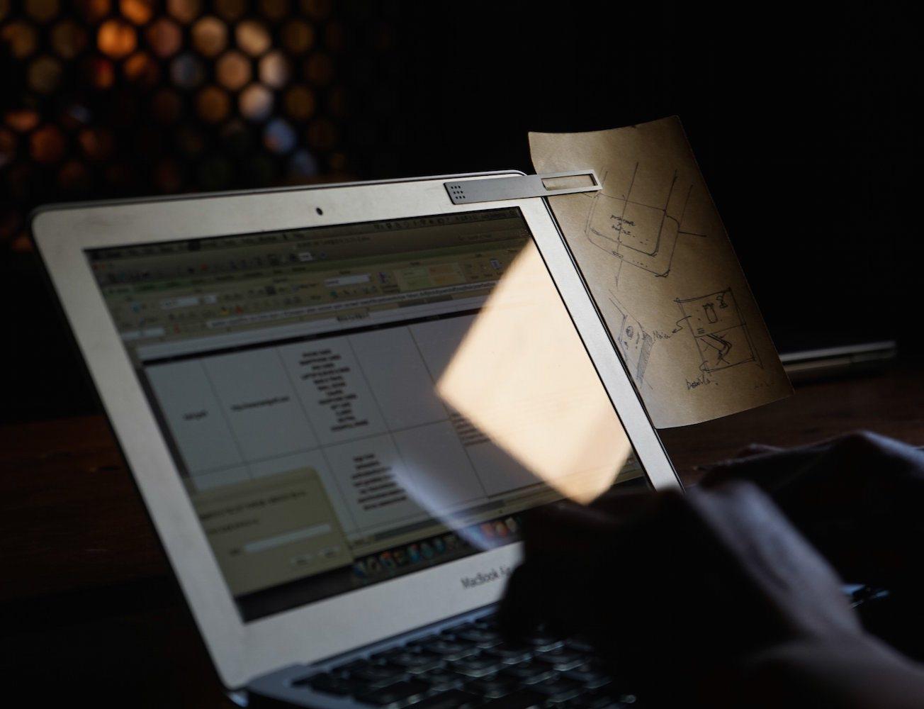 Metal+Clip+For+Your+MacBook