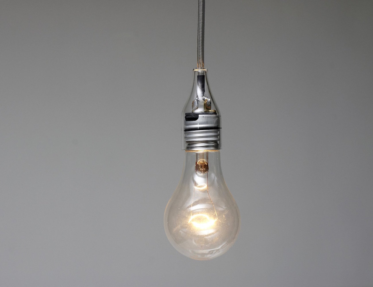 Bare Light – Design That Reveals Your Bulb's Electrical Components