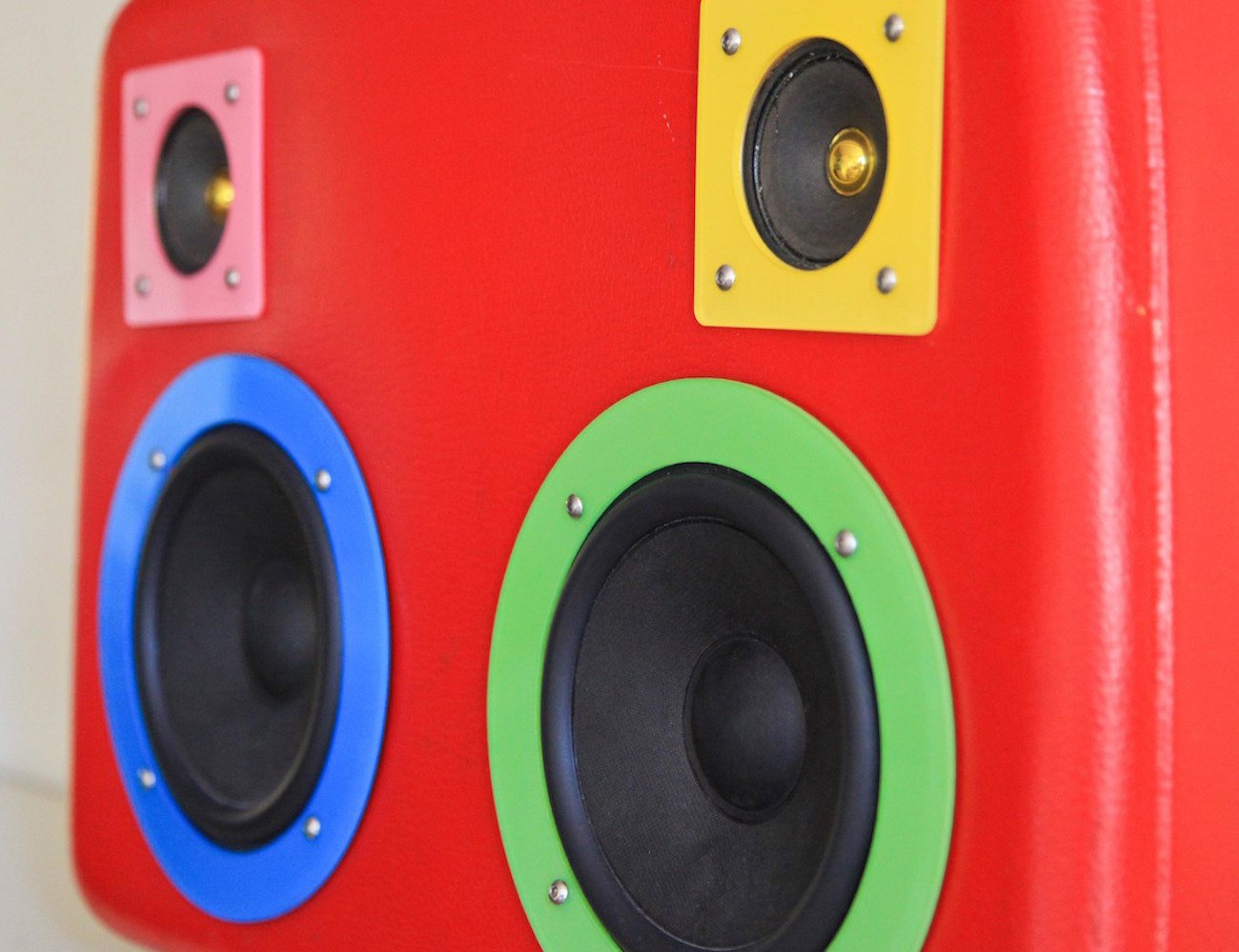 boombox-music-speaker-suitcase-02