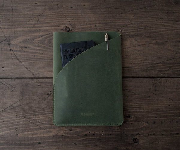 Handmade out of 50z. Italian oil pull-up leather, the Chalk Board iPad Air / Carry Sleeve will be a perfect companion for your iPad when you travel outdoors.