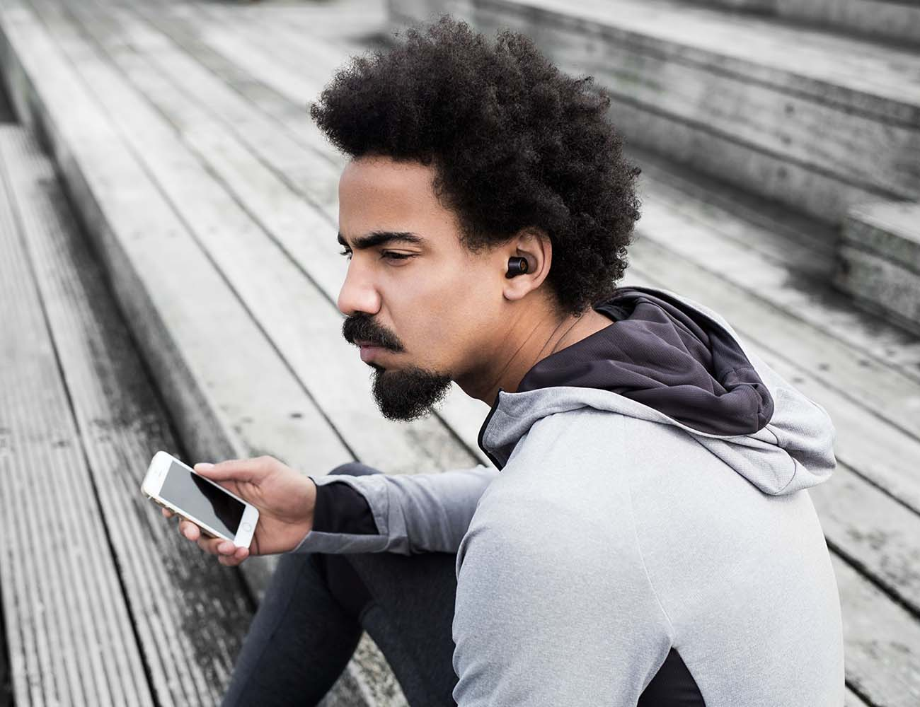Earin – The World's Smallest Wireless Earbuds