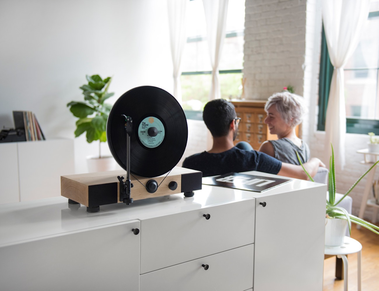 Floating+Record%E2%84%A2+Vertical+Turntable
