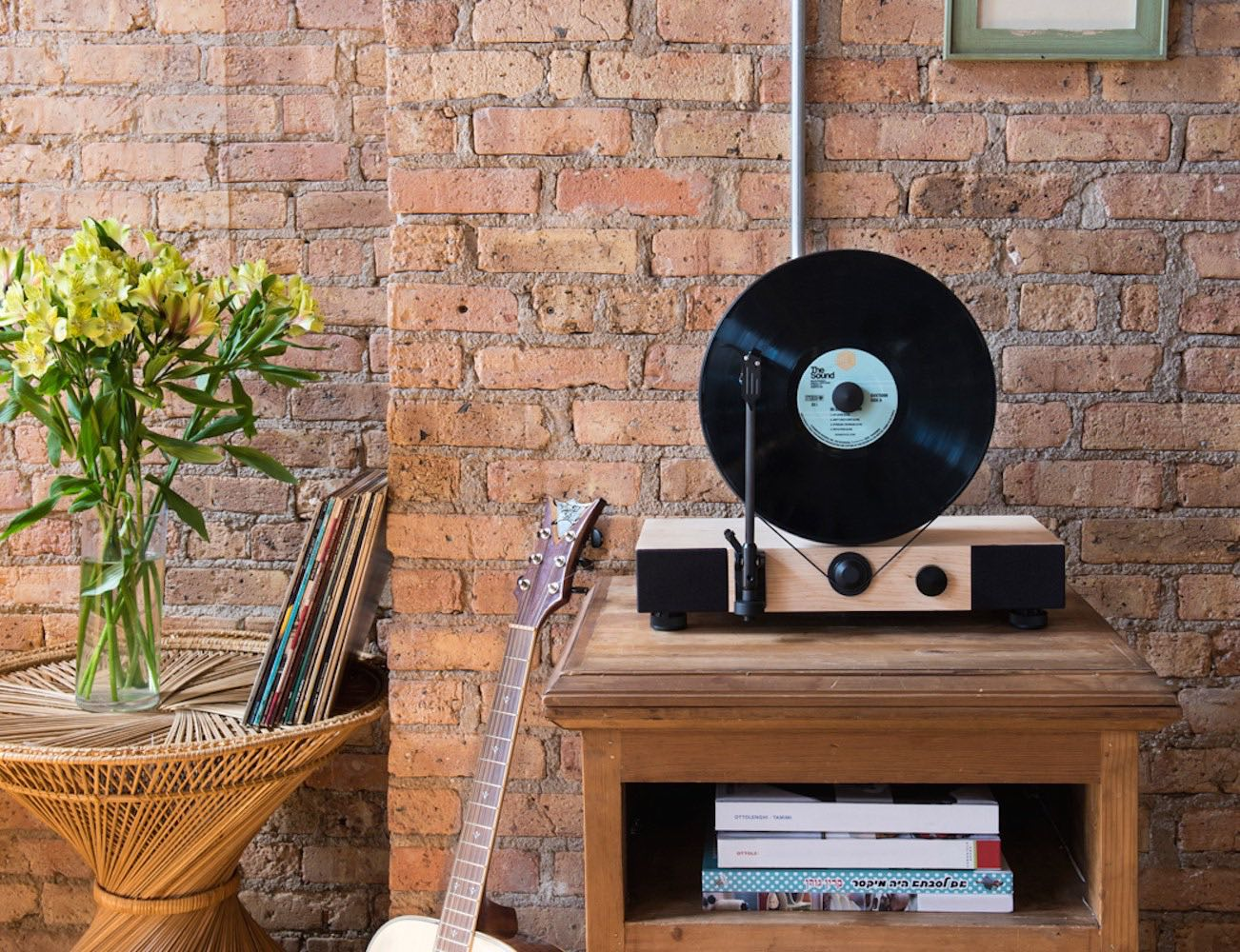 Floating Record™ Vertical Turntable