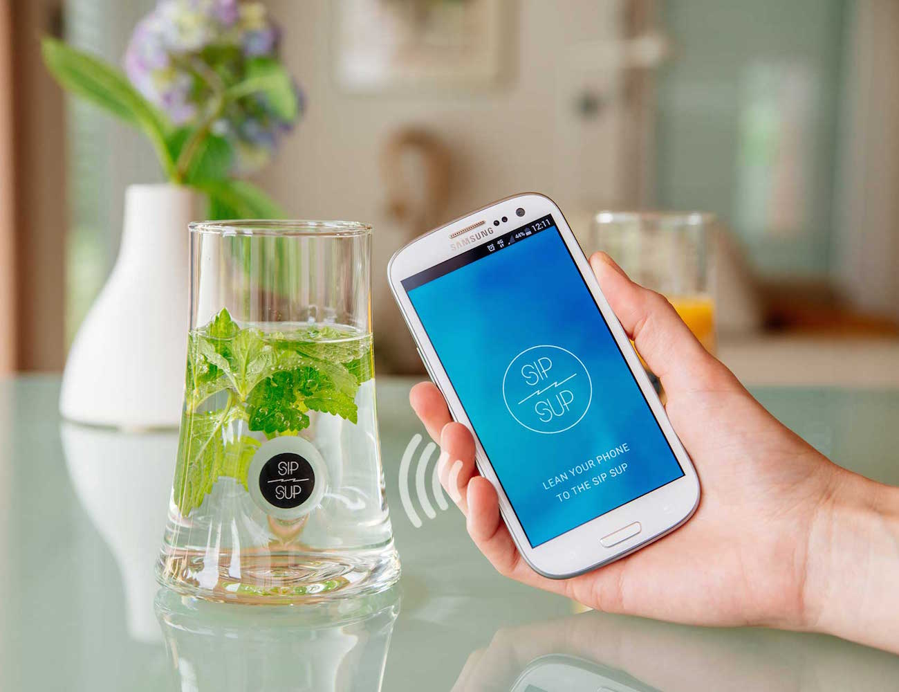 SipSup – Mobile Connected Drinking Glass loading=