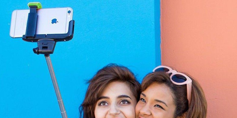 ReTrak – Selfie Stick With Bluetooth Enabled Shutter