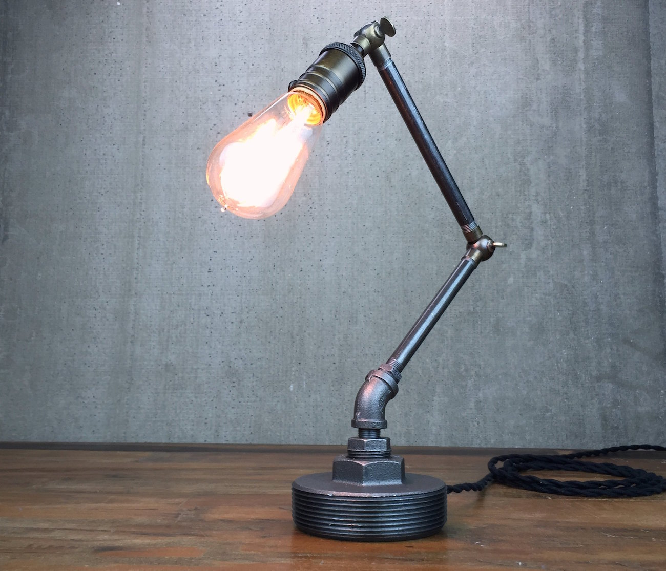 articulating edison table lamp vintage design for your workspace. Black Bedroom Furniture Sets. Home Design Ideas