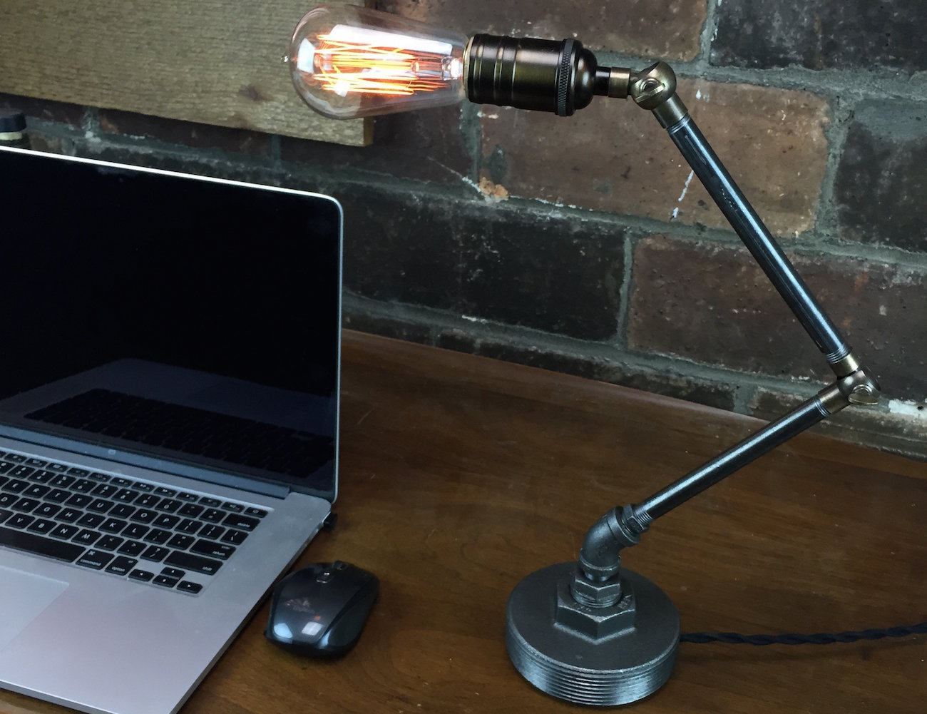 Articulating Edison Table Lamp – Vintage Design For Your Workspace