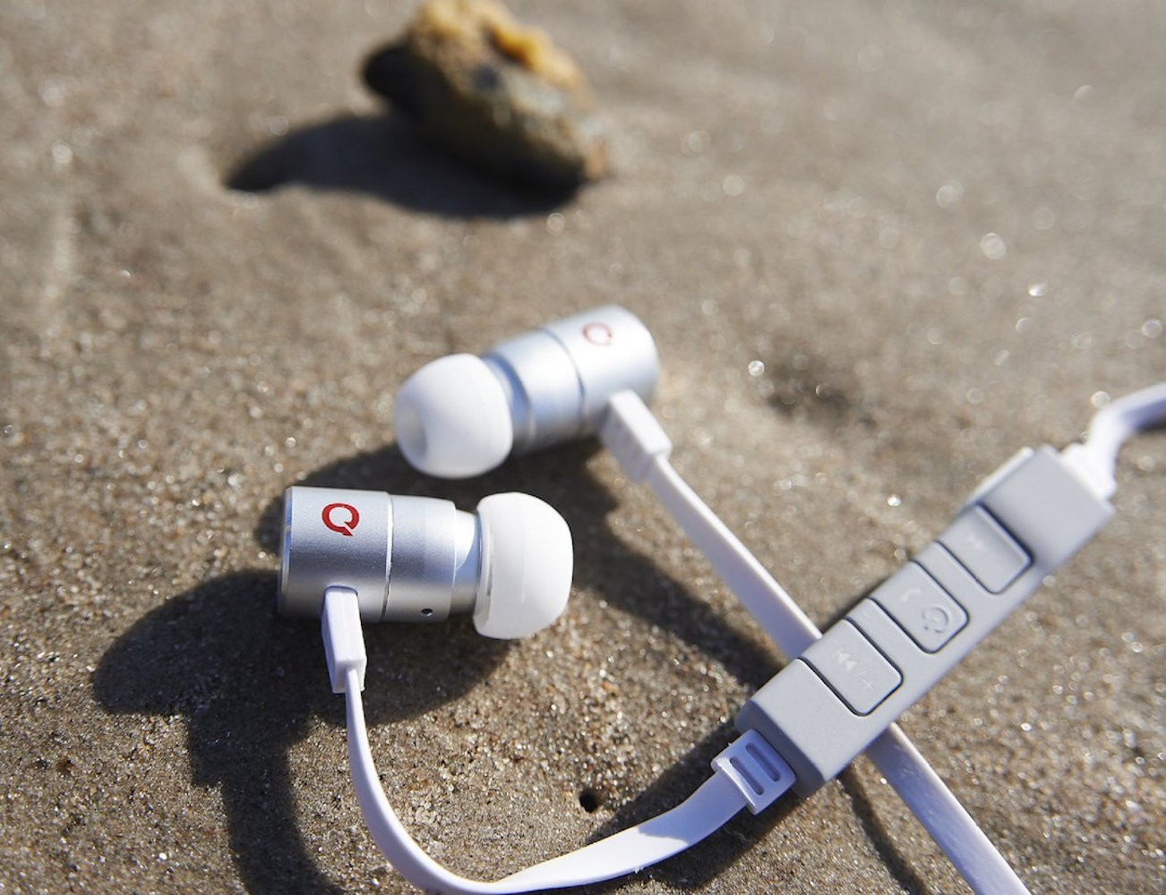 boundless-e1-bluetooth-earphones-02