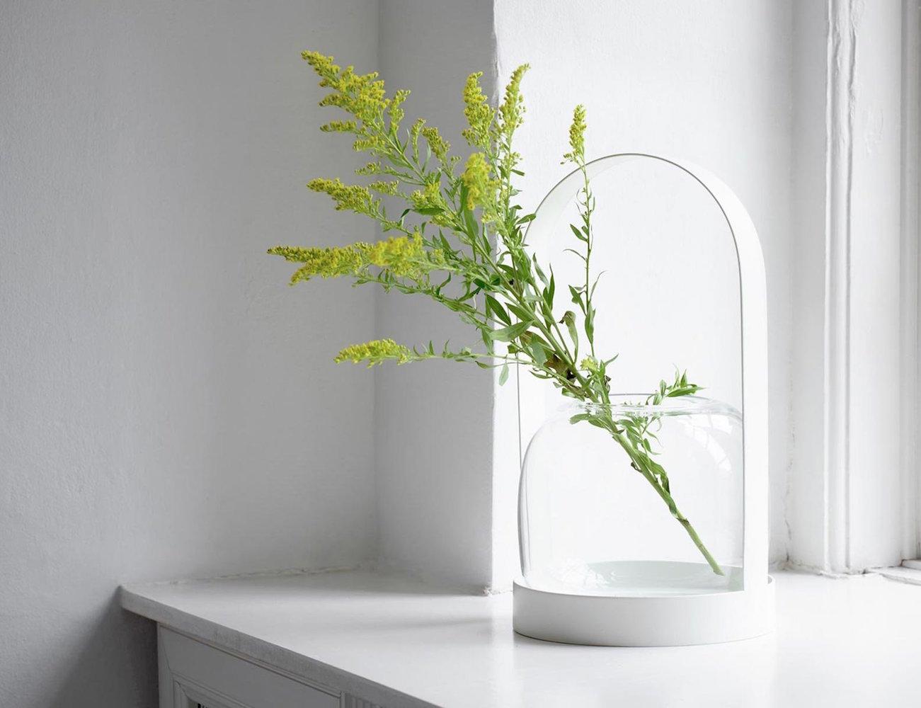Carrie Vase – Classic Lantern Like Design