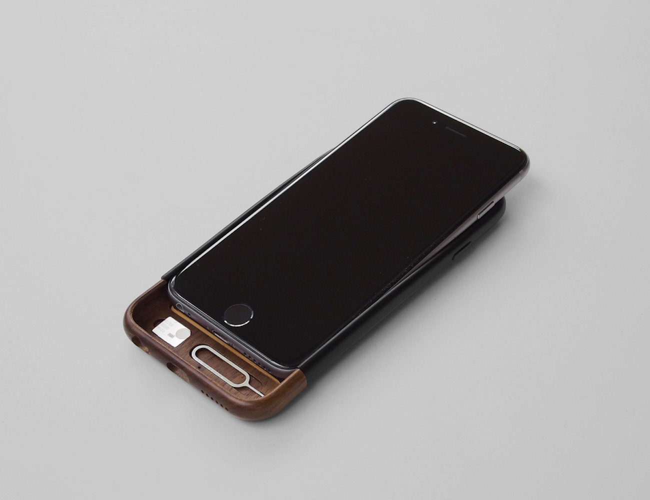 Convoy iPhone 6/6s Case in Walnut