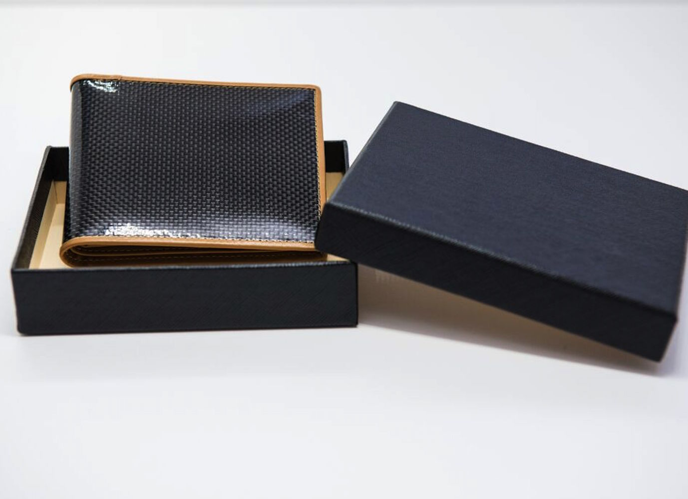 dark-gryphon-carbon-fiber-wallets-06