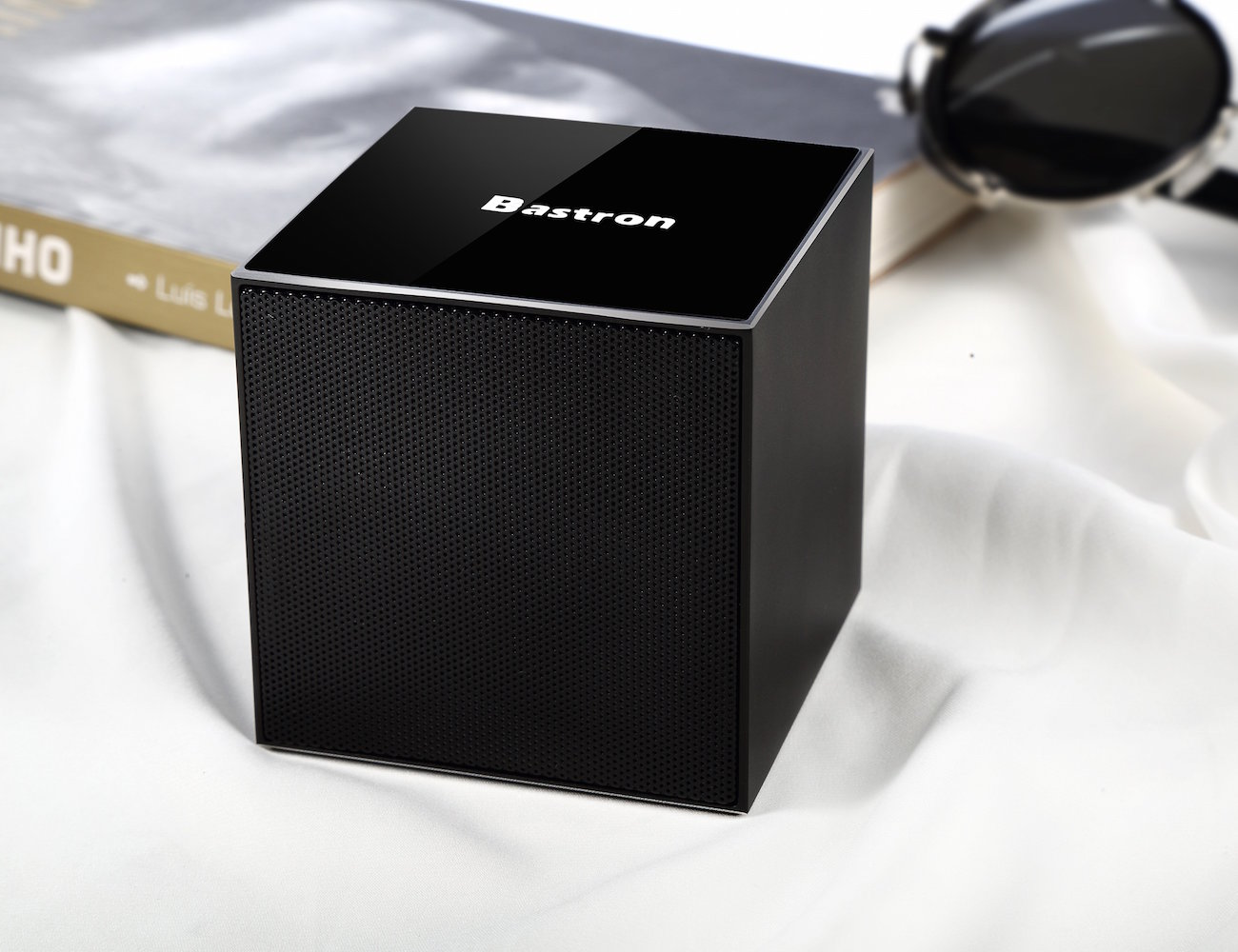 Gesture Control Bluetooth Speaker by Bastron