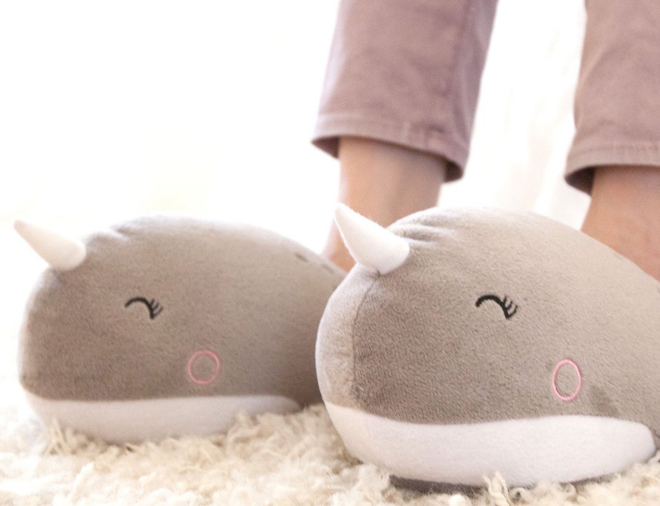 nari-narwhal-usb-heated-slippers-03