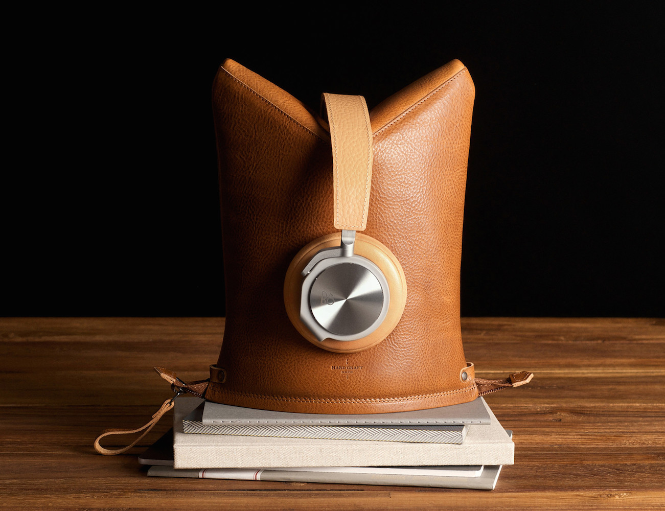 Peak+Headphone+Case+%26amp%3B+Stand+By+Hard+Graft