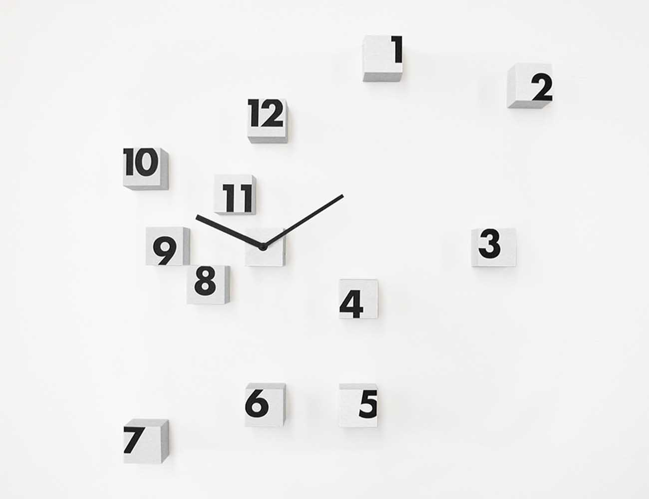 RND Time Wall Clock by Progetti – Using Randomly Placed Cubes to Display Time