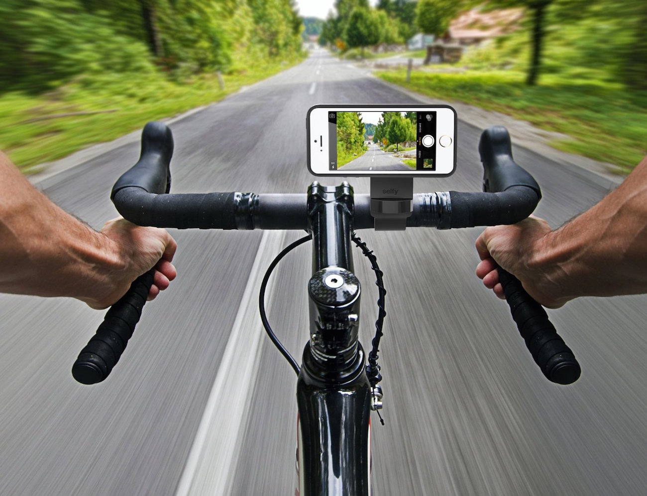 Selfy Bar Mount by iLuv – Capture Your Special Bicycle Moments in Style