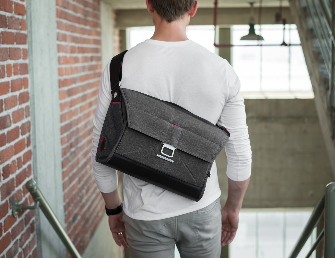 The+Everyday+Messenger+By+Peak+Design