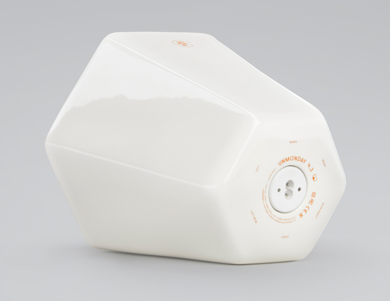unmonday-model-4-3-wireless-speaker-03
