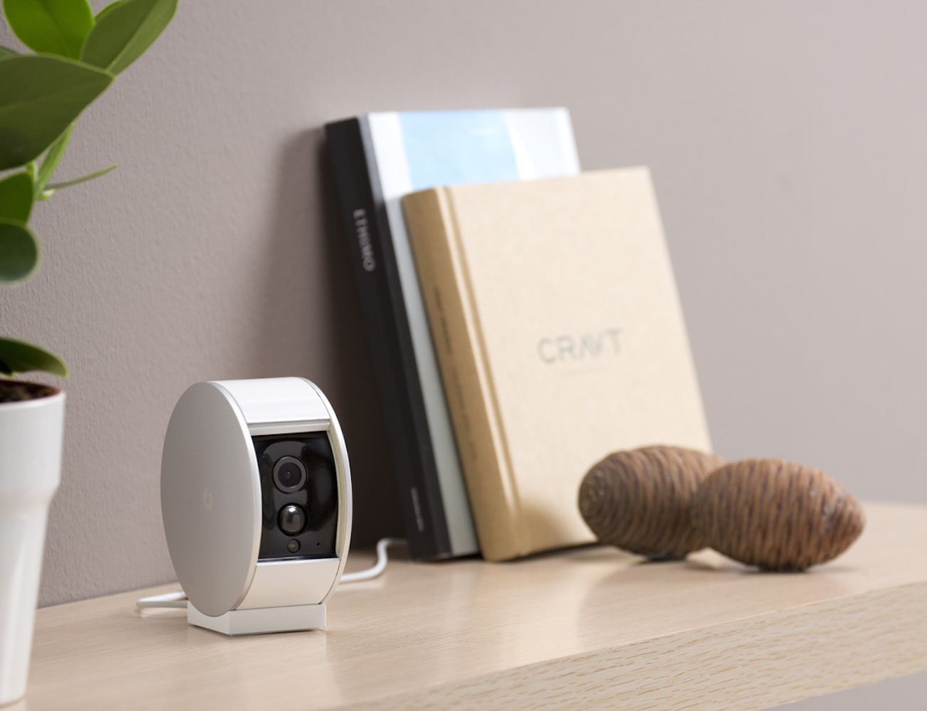 myfox security camera gadget flow. Black Bedroom Furniture Sets. Home Design Ideas