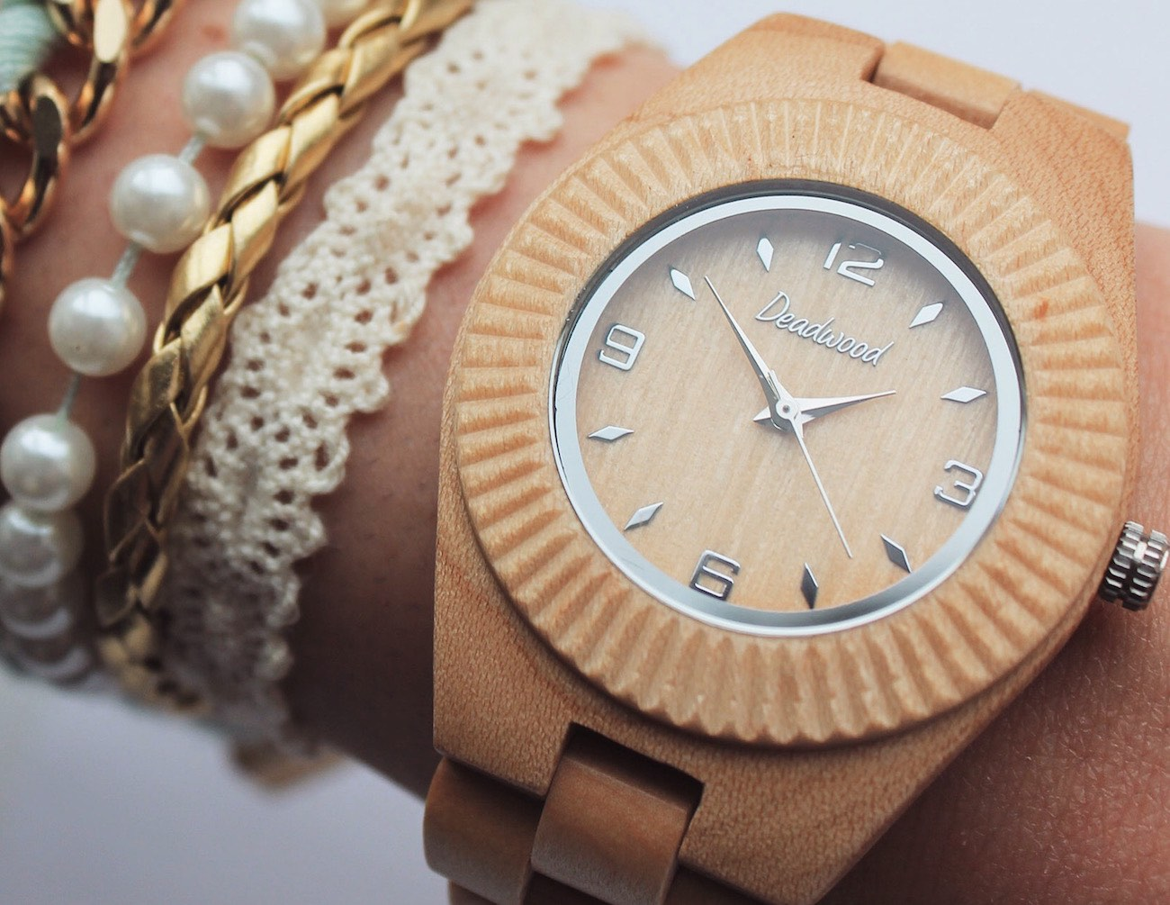 beautifully-handcrafted-natural-wooden-timepieces-02