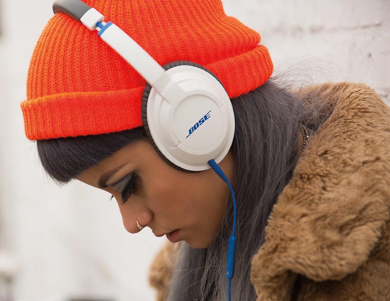 Bose SoundTrue Headphones Around-Ear Style loading=