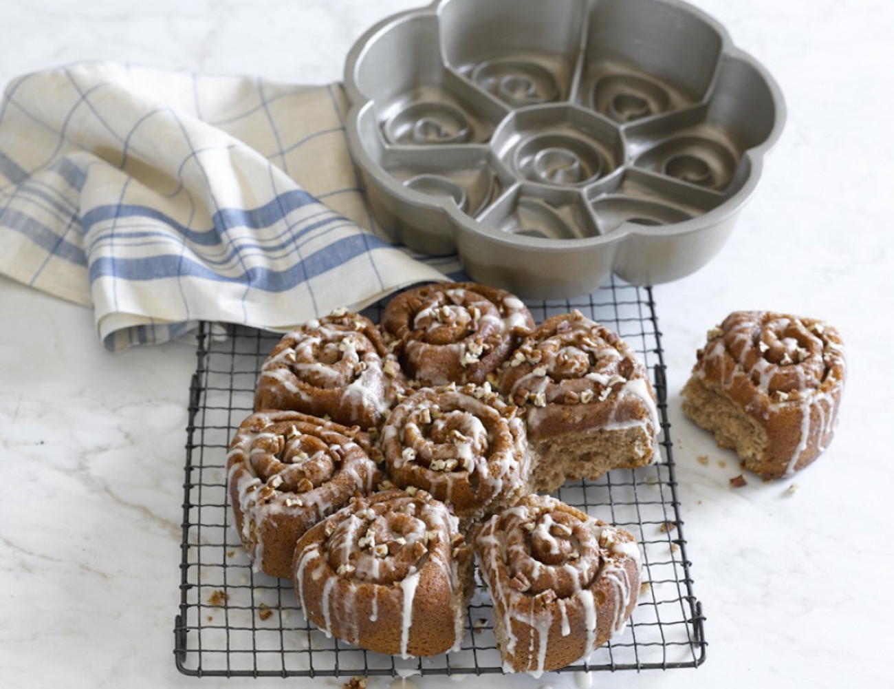 Cinnamon Bun Pan by Nordic Ware