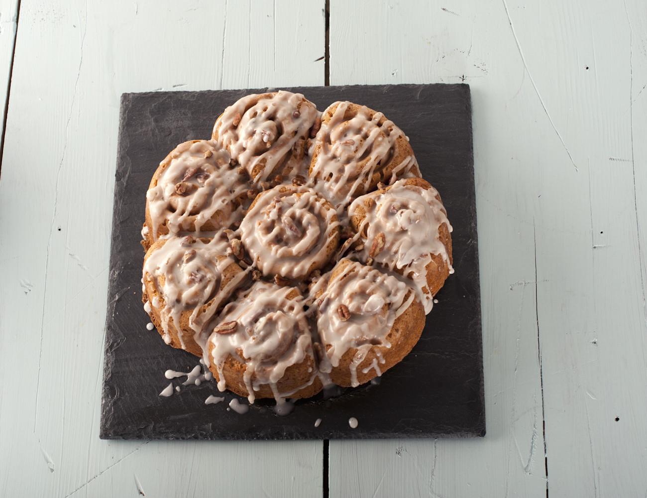 cinnamon-bun-pan-by-nordic-ware-03