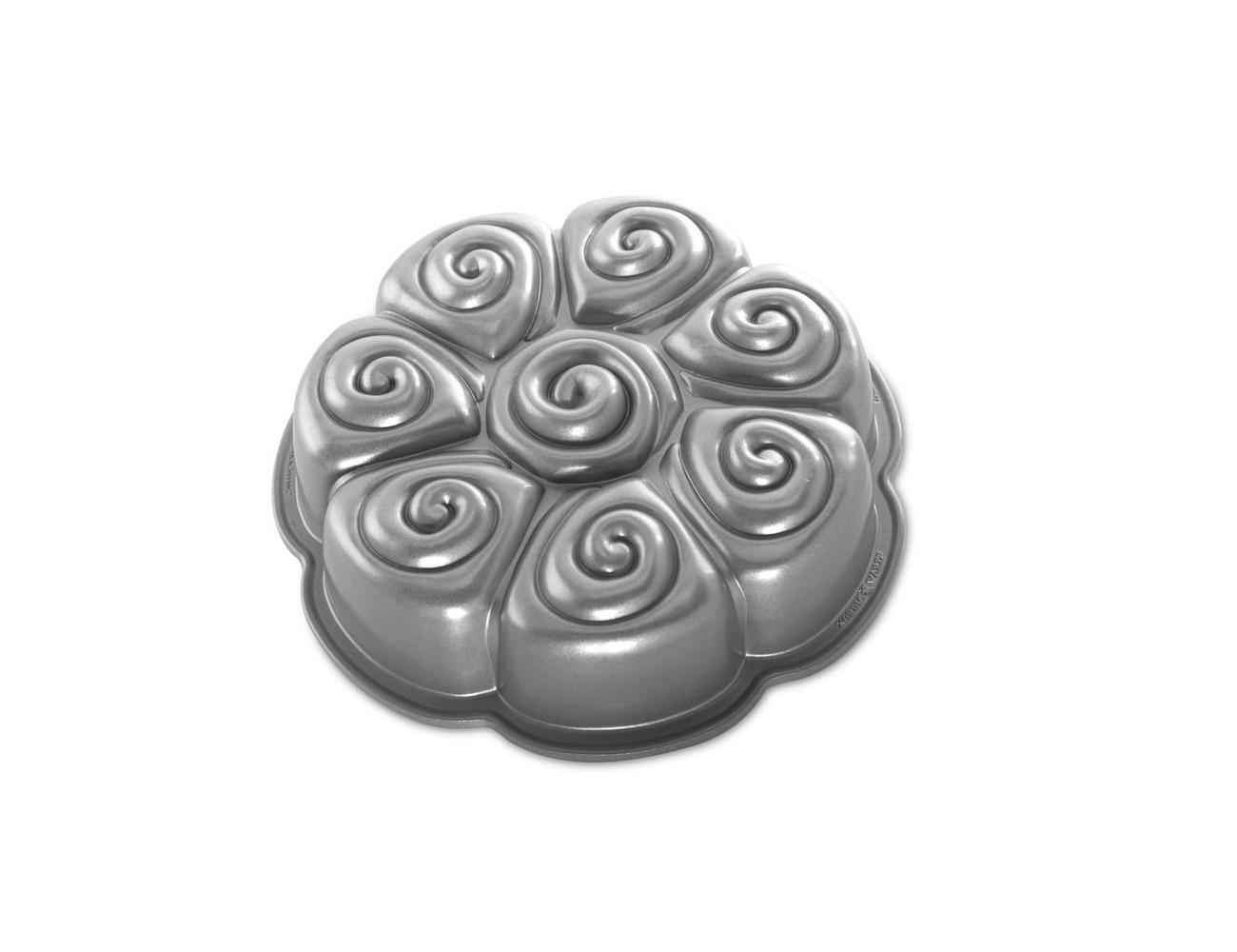 cinnamon-bun-pan-by-nordic-ware-04