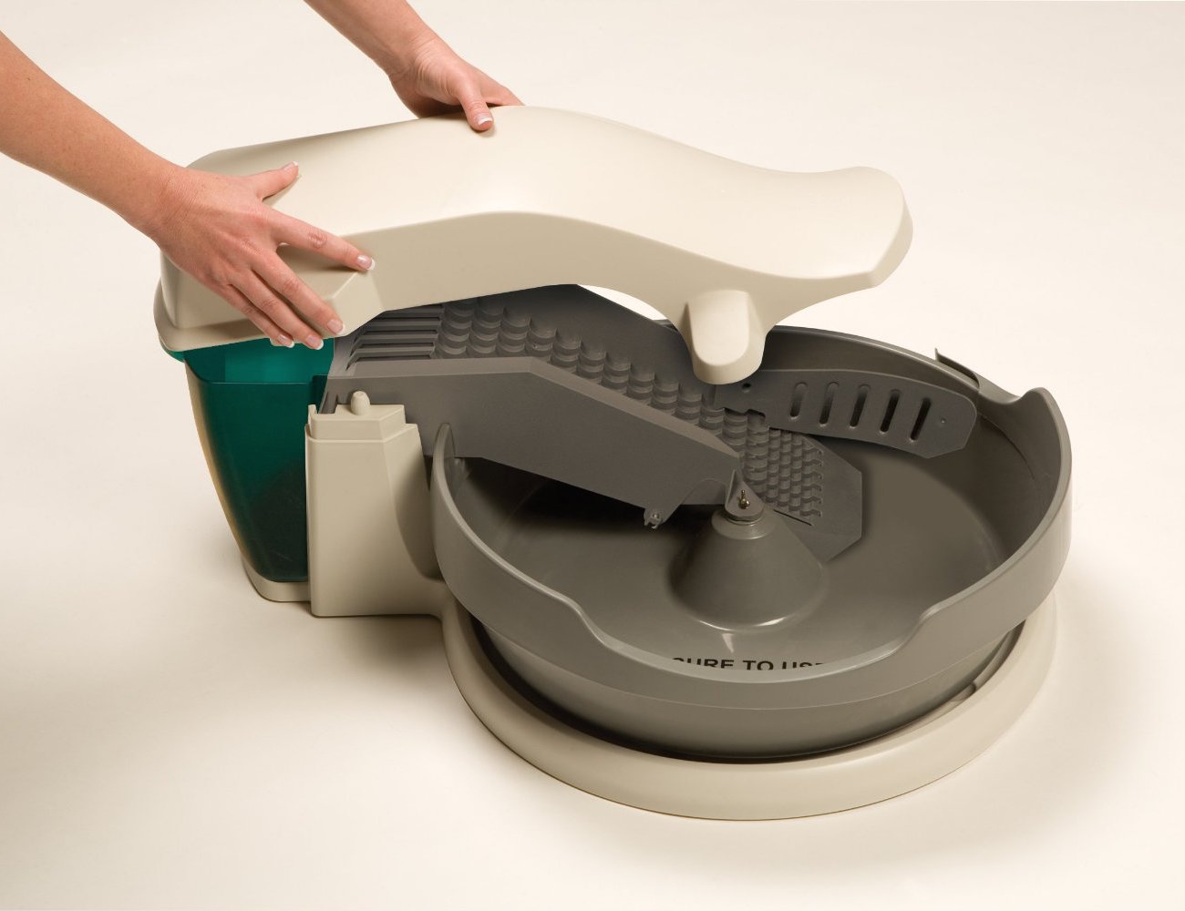 continuous-clean litter box