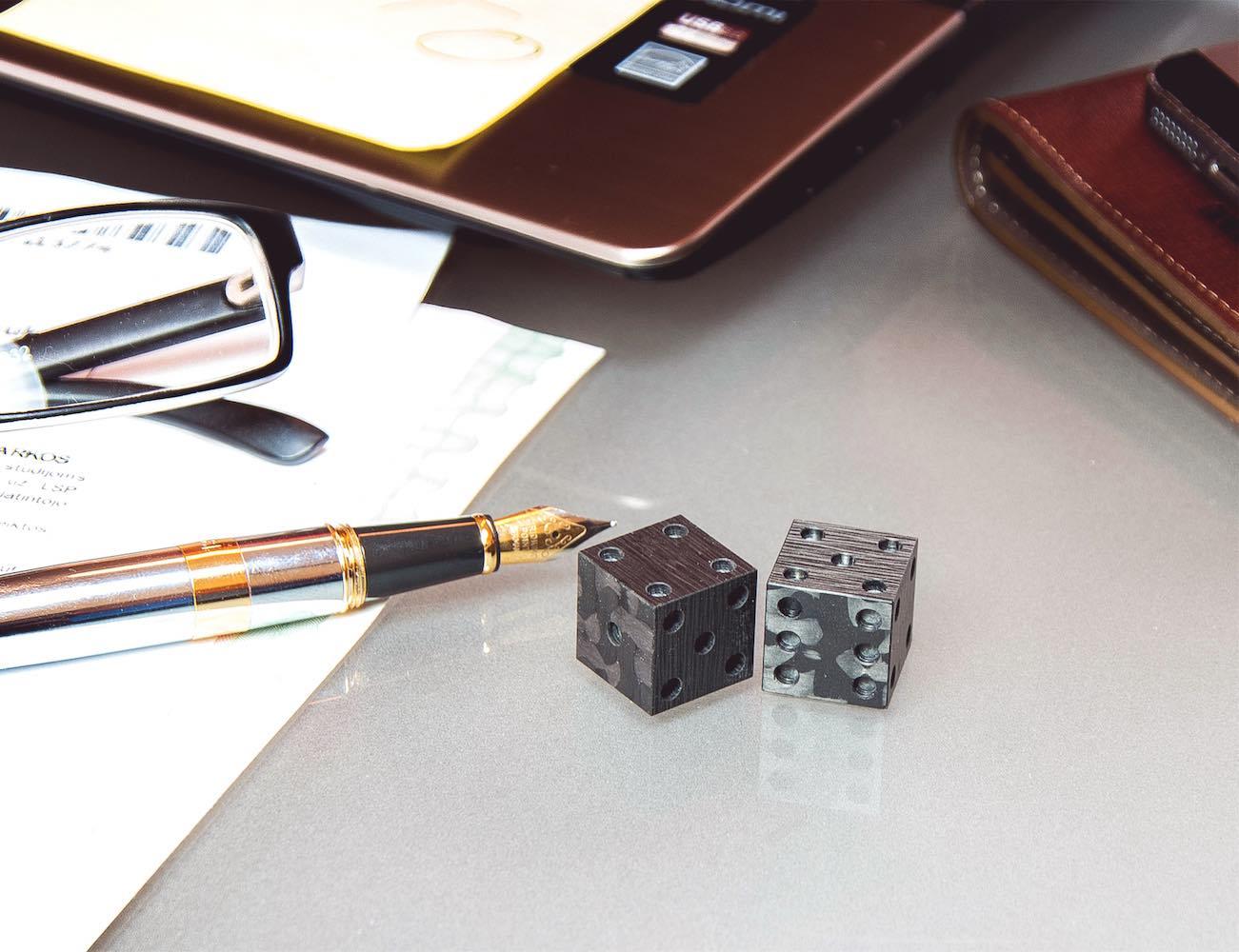 cotocube-solid-carbon-fiber-dice-01
