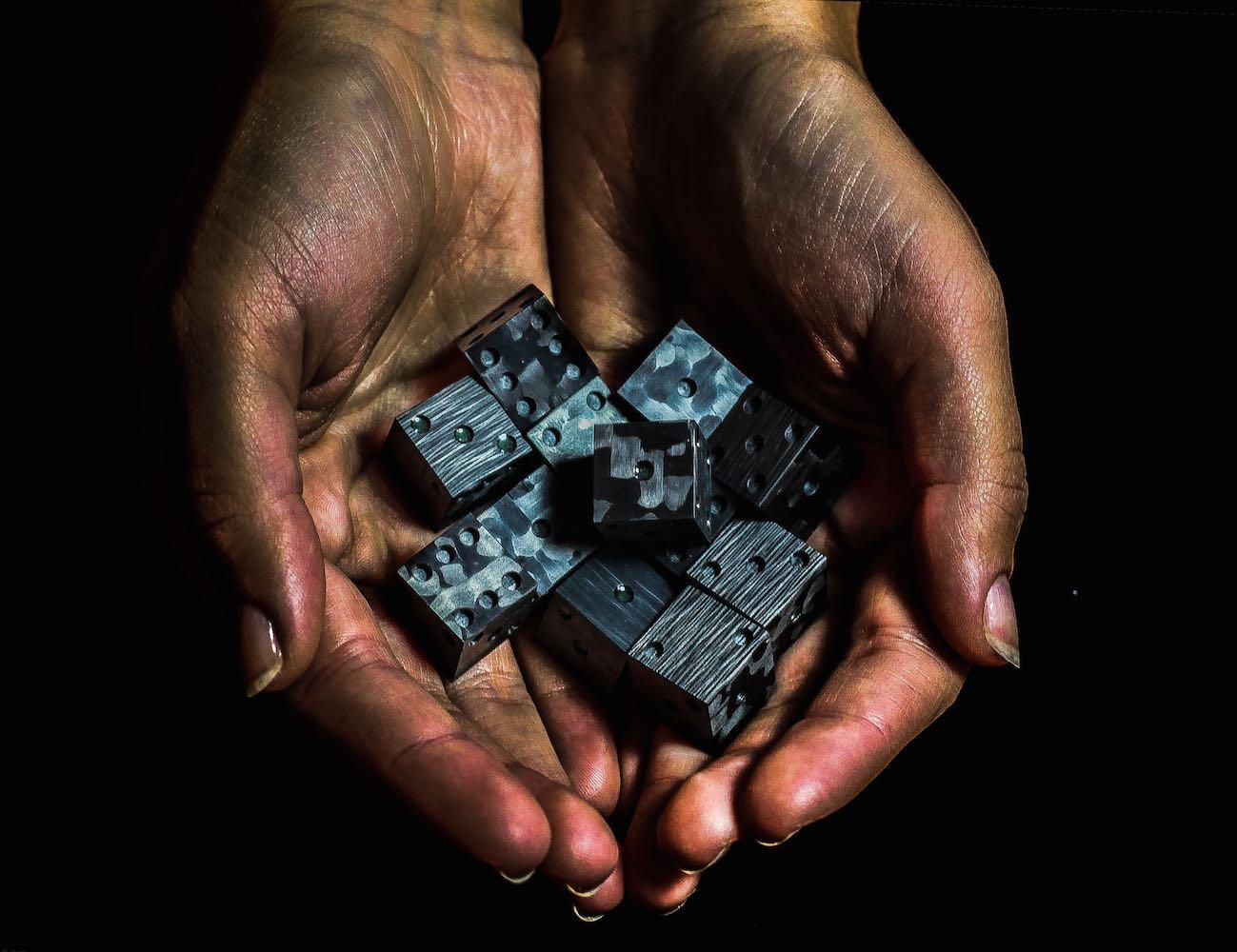 cotocube-solid-carbon-fiber-dice-02
