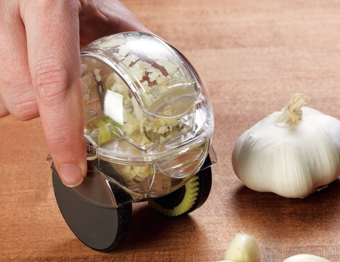 Garlic Zoom – Wheeled Garlic Chopper by Chef'n