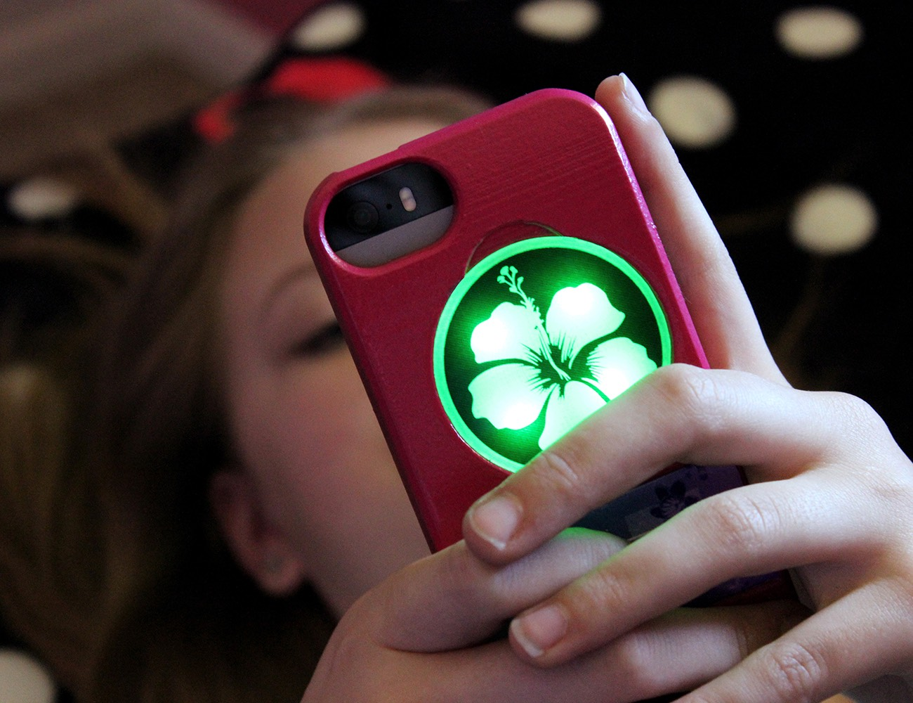 Illuminating iPhone Cases by Illumicase