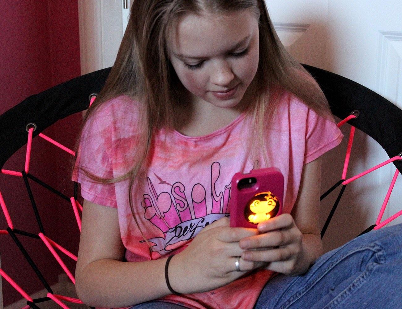 illuminating-iphone-cases-02