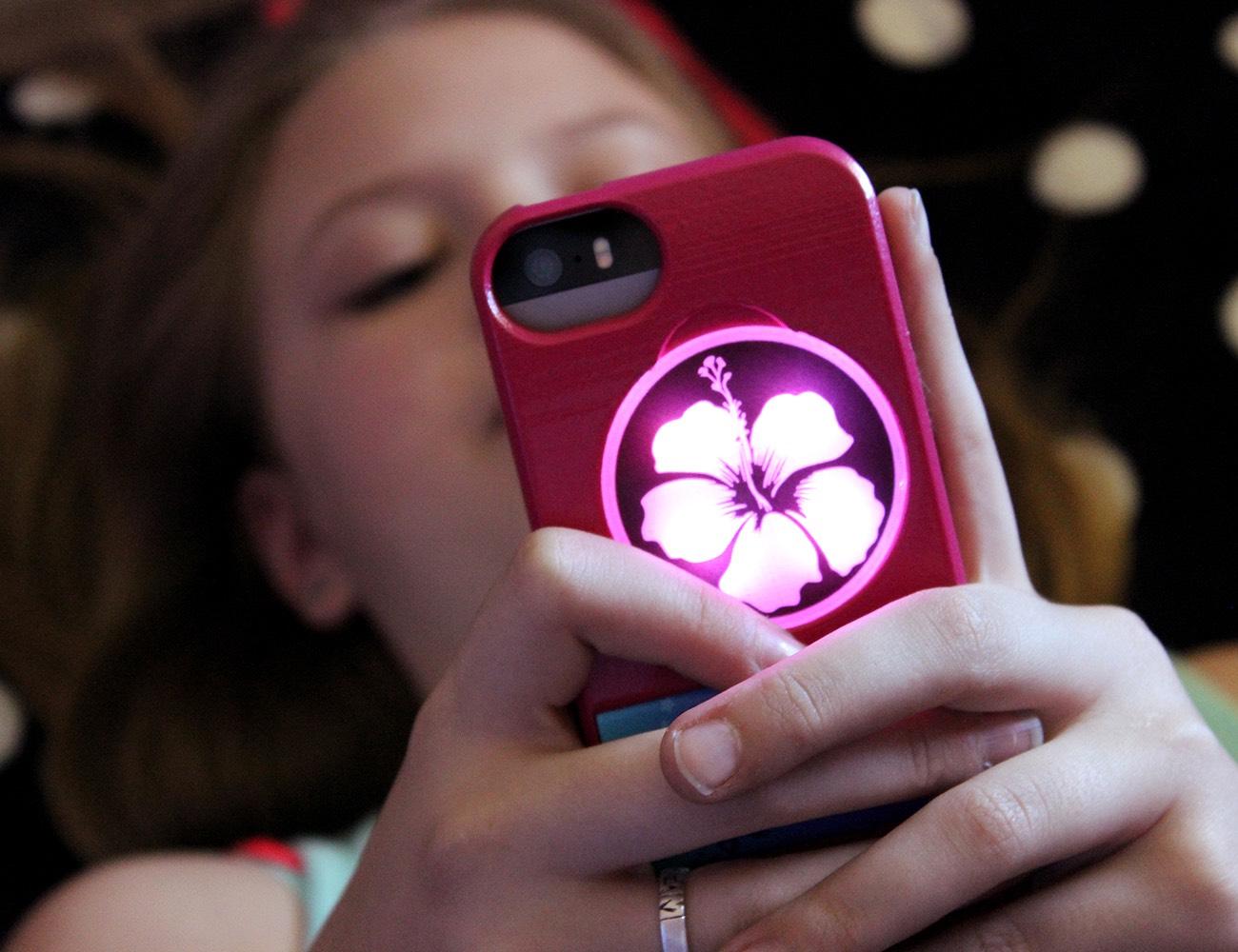 illuminating-iphone-cases-04