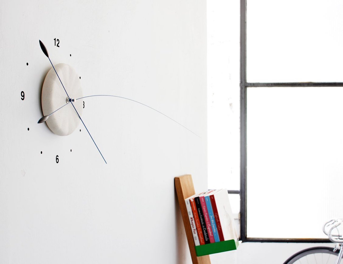 Lithe Clock – With Extremely Long and Flexible Hands