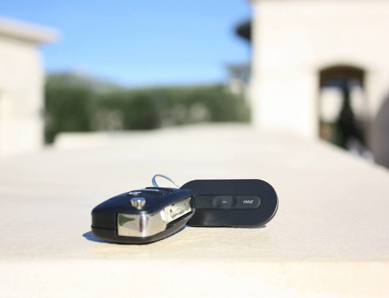 MYNT: Smart Button & Tracker, multi-functional and world's thinnest