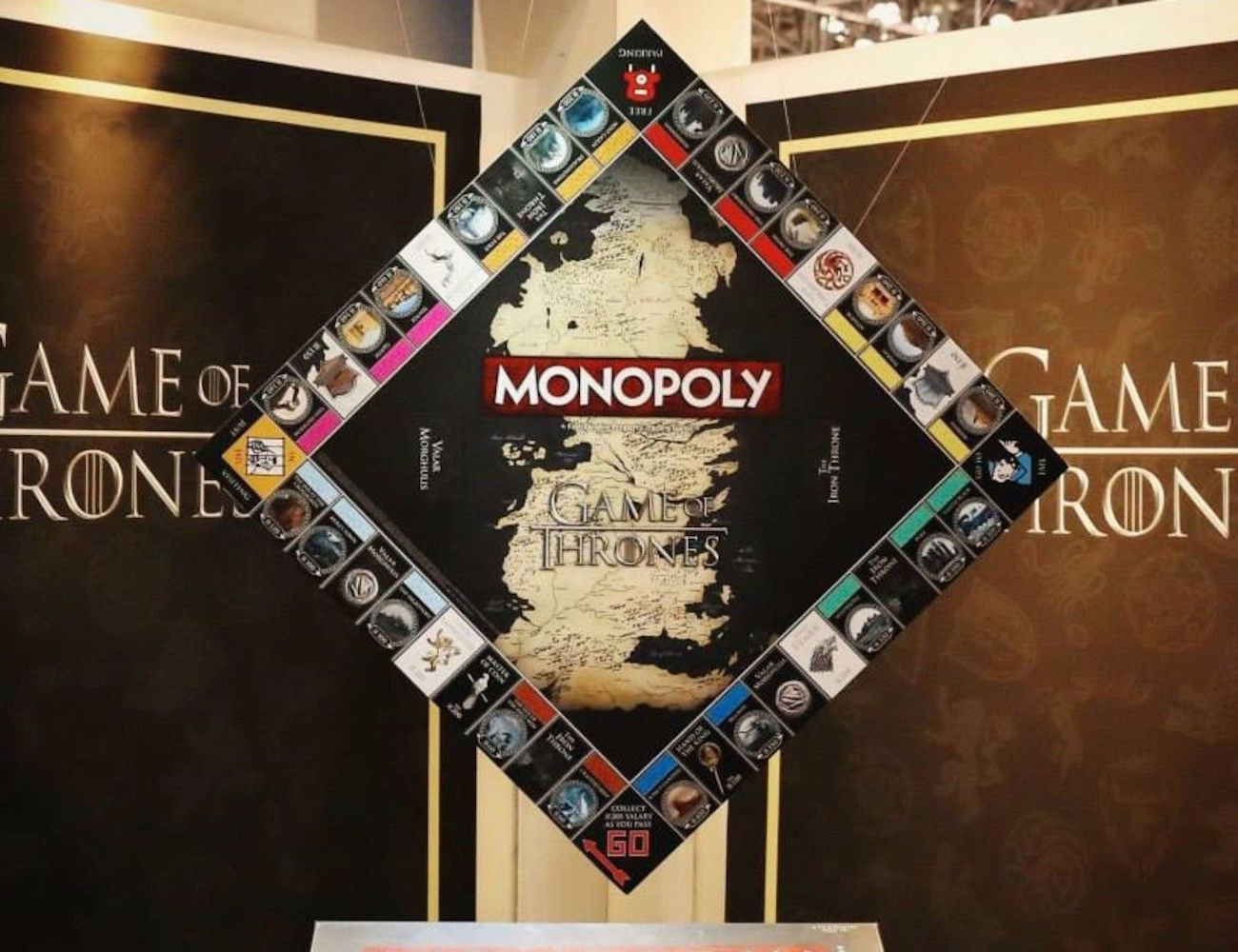monopoly-game-of-thrones-collectors-edition-board-game-02
