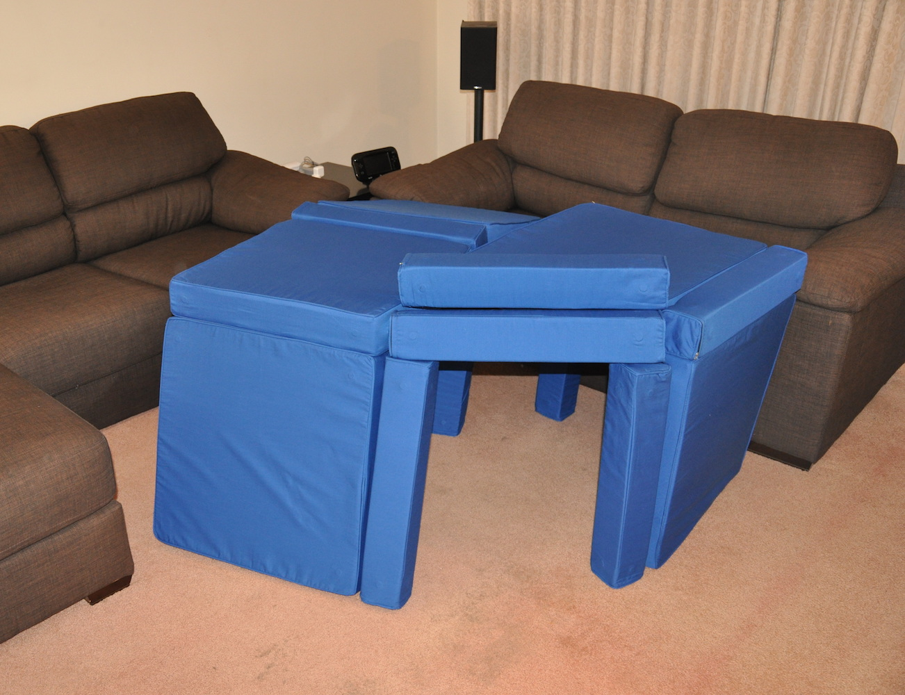 squishy-forts-pillow-fort-ottoman-04