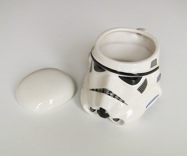 star-wars-stormtrooper-helmet-mug-03